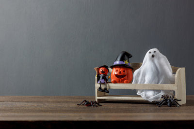 essential-decorations-accessory-of-happy-halloween-festival-concept-background