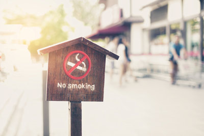 Wooden-no-smoking-sign-in-front-of-store-with-filter